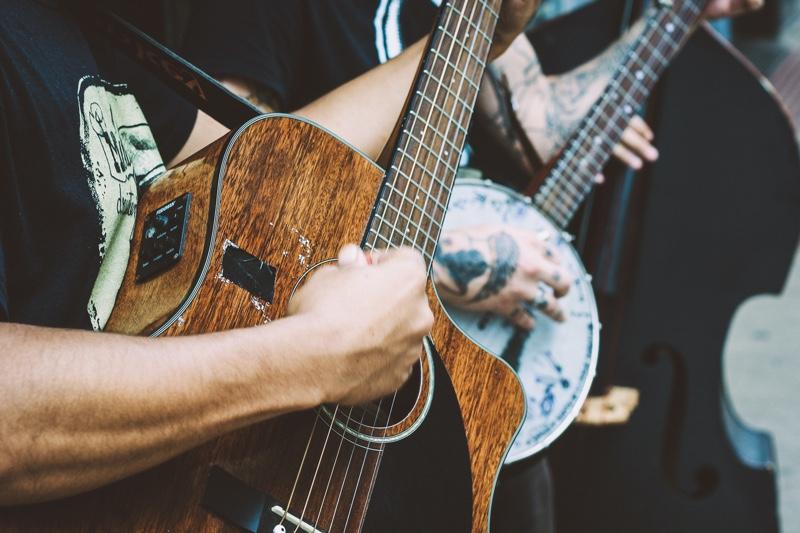 Guitar & Banjo